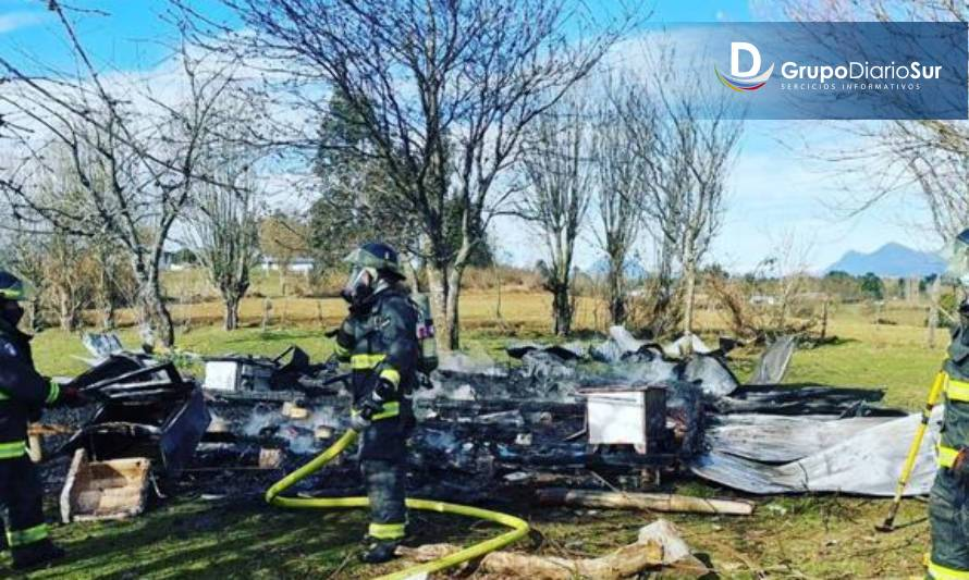 Incendio destruyó casa en sector rural de Lago Ranco